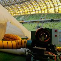 Gdańsk: Ciepłe powietrze wzmacnia murawę, później pomoże na Narodowym