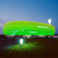 Św. Patryka: Stadiony wśród zieleniejących budynków