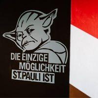 Hamburg: Kibice Sankt Pauli malują nową trybunę