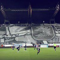 """Szczecin: Kibice Pogoni kpią z """"ostatniego takiego stadionu w kraju"""""""