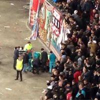 Amsterdam: Kibic spadł do fosy, jest w krytycznym stanie