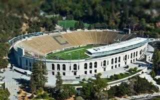 Nowe stadiony: Berkeley, Lawrence, Nowy Jork