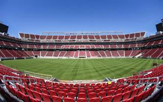 USA: Jęk zawodu po otwarciu stadionu za 4 miliardy