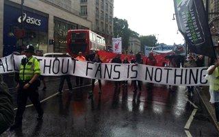 Londyn: Angielscy kibice na ulicach, Bundesliga popiera ich apele
