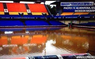 Montpellier: Ulewa kompletnie zalała Stade de la Mosson