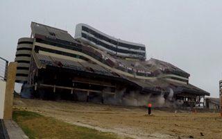 Teksas: Runęła główna trybuna Kyle Field (wideo)