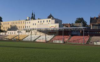 Chojnice: Stadion Chojniczanki z oświetleniem, później podgrzewana płyta