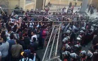 Egipt: Co najmniej 19 ofiar, władze oskarżają kibiców