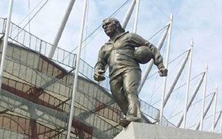 Narodowy: Kazimierz Górski już stoi