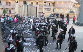 Egipt: Jedni usłyszą werdykt, inni zaczynają pokazowy proces