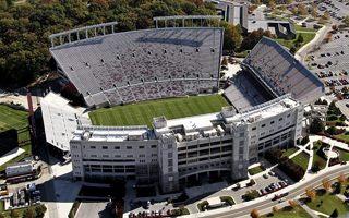 Nowe stadiony: Gigantyczna jednopoziomowa trybuna!