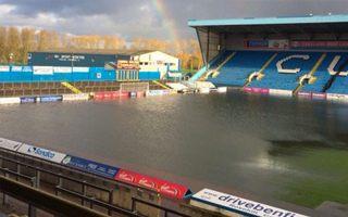 Anglia: Heroiczna walka Carlisle z zalanym boiskiem