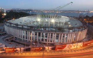 Stambuł: Dach dumnie zawisł nad Vodafone Arena