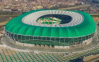 Nowy stadion: Kontrowersyjne otwarcie stadionu-krokodyla