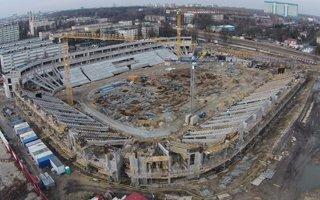 Łódź: Dach stadionu Widzewa przyjeżdża z Podlasia