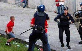 Portugalia: Policjant usłyszał zarzuty za atak na kibica Benfiki