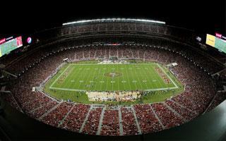 San Jose: Dwa stadiony oślepiają pilotów