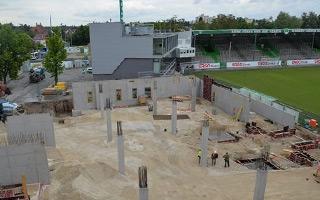 Nowa budowa: Zobacz wzrost głównej trybuny w Fürth