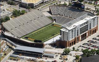 USA: Chcą zbudować dom w kształcie stadionu