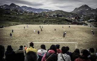 Nowe stadiony: Grenlandia – niegościnna, a piłkarska