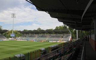 Legnica: Stadion zadaszony, osłonięty i otwarty