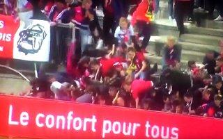 Francja: Dramatyczny wypadek zatrzymał mecz Ligue 1