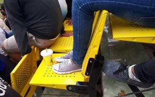 Indonezja: Z krzesełkami zdążyli, zapomnieli o nogach