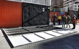 Walencja: Brama Mestalli runęła na matkę z dzieckiem