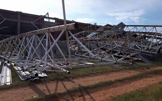RPA: Wiatr zdmuchnął dach ze stadionu