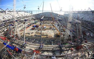 """Londyn: Ostatnie przygotowania do """"big liftu"""" Kogutów"""