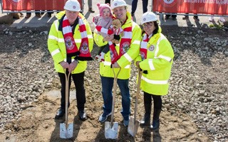 Londyn: Rodzina kibiców rozpoczęła budowę stadionu Brentford