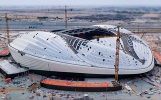 Katar 2022: Al Wakrah Stadium ku końcowi, ale po terminie