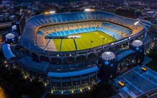 USA: Nowy właściciel Panthers chce dachu nad stadionem
