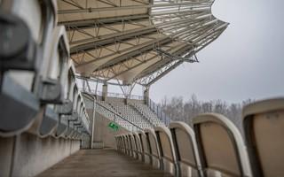 Łódź: Trybuna jest, maszty na dniach