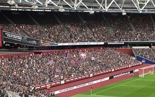 Londyn: West Ham wyprostuje trybuny za bramkami