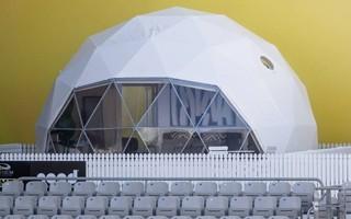Nowa Zelandia: Na stadionie, a pod namiotem