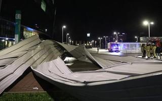 Belgia: Ciara zerwała fragment dachu Ghelamco Areny