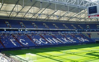 Niemcy: Schalke wypompowuje piwo ze stadionu