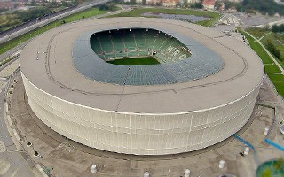 Epidemia COVID-19: Kolejny stadionowy punkt drive-thru