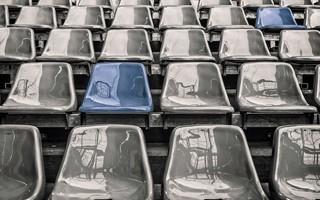 Epidemia COVID-19: Kolejne kraje otwierają stadiony dla widzów