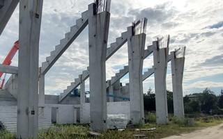 Radom: Pod trybuną woda, stadion dopiero za rok?