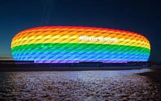 Niemcy: Tęczowe stadiony w ramach upamiętnienia Holokaustu