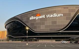 Las Vegas: Turyści mieli spłacić Allegiant Stadium, ale ich nie ma