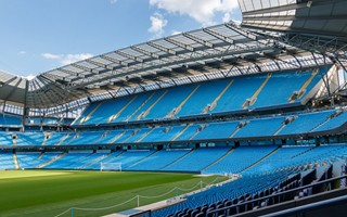 Manchester: City zastąpią krzesełka bandami reklamowymi